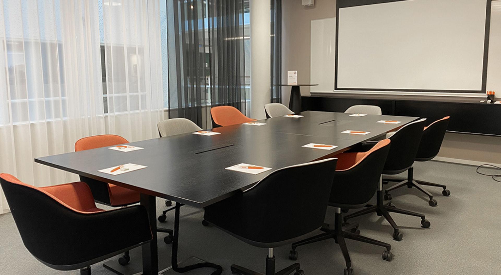 Tennet konferens erbjuder alltifrån små konferensrum till en större hörsal