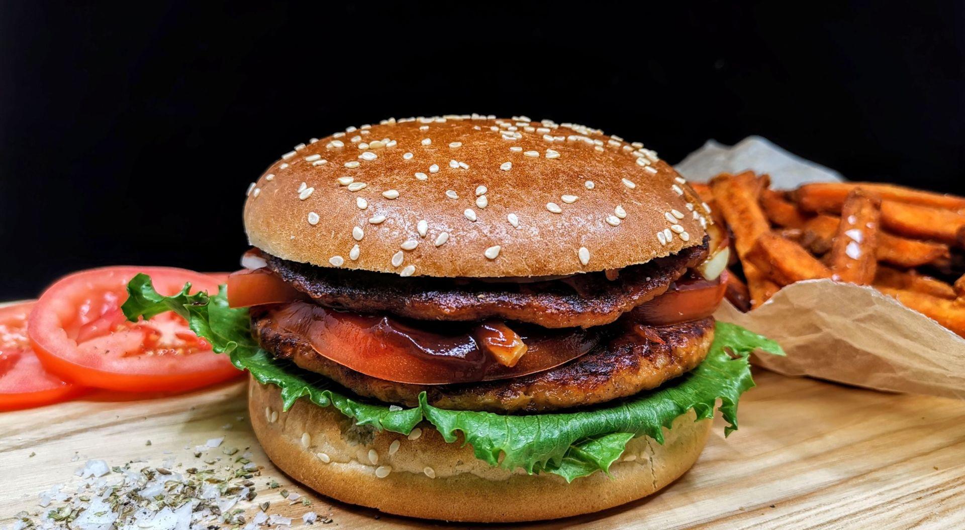 Proteinet Promyc lämpar sig väldigt bra till diverse köttsubstitut så somburgare, korv och köttbullar tack vare sin fina textur.